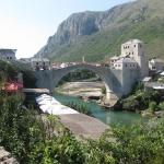 Erster Stop – Mostar. Am besten vor den Toren der Altstadt parken und die Stadt zu Fuß erkunden. Das Wahrzeichen der Stadt … (Foto: balkanblogger.com)