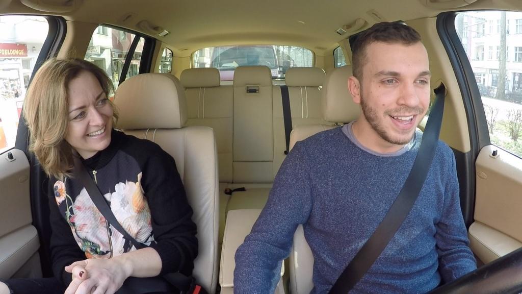 Edin und Sabina hatten viel Spass bei der musikalischen Autofahrt durch Berlin (Foto: balkanblogger.com)