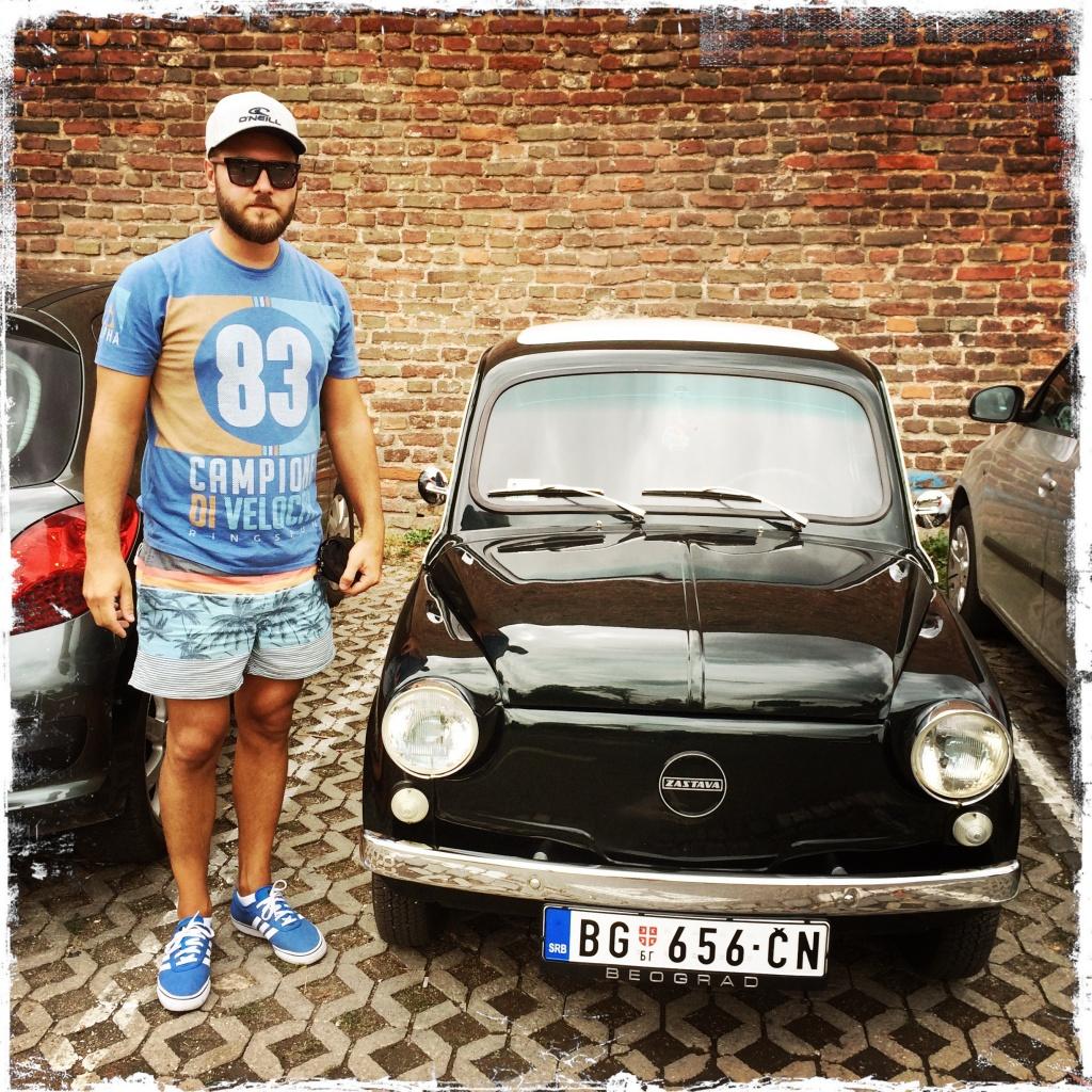 Mein Reiseführer Neno mit seinem Fico (Foto: balkanblogger.com)
